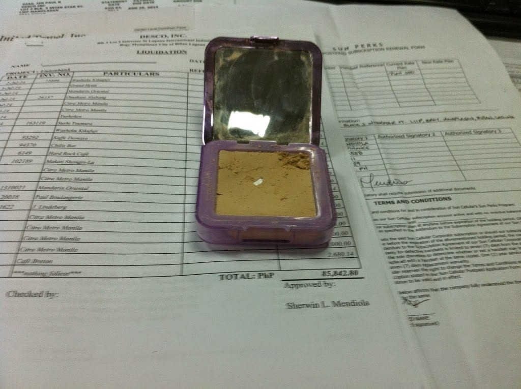 How to Repair Broken Makeup from a Compact